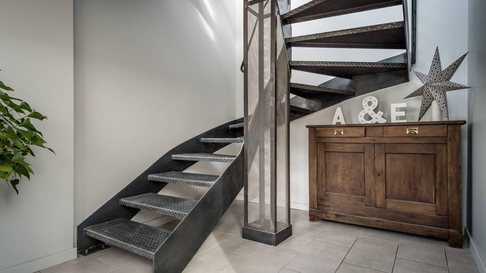escalier style industriel tout en m tal loft 1 atmos fer toulouse. Black Bedroom Furniture Sets. Home Design Ideas