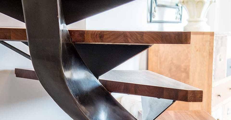 Escalier métal Toulouse, les prouesses et astuces techniques développées dans les moindres détails par Atmos Fer, contribuent à sublimer les escaliers métal, pour en faire un élément unique, valorisant votre intérieur.