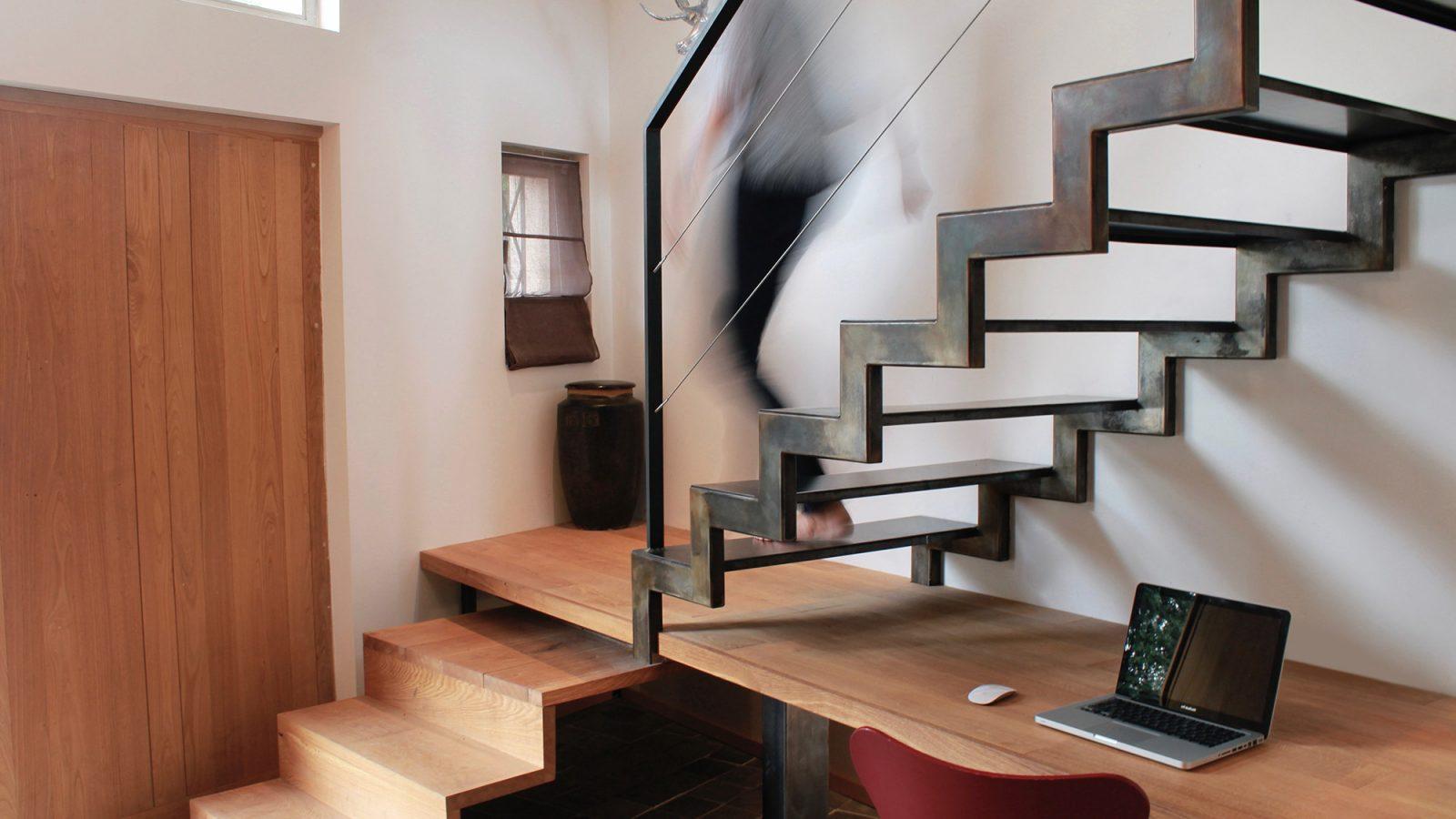 Escalier avec bureau métal et bois graphique atmos fer