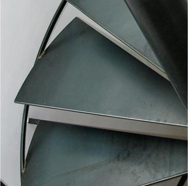 Création d'escalier métal sur mesure à Toulouse, 1/4 tournant, 2/4 tournant, colimaçon, limon central, double limon, plusieurs type de finition