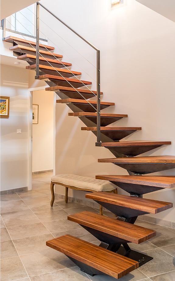 Escalier métal Toulouse. Des escaliers métal Toulouse en phase avec l'esprit des lieux, qui valorise votre bien immobilier.