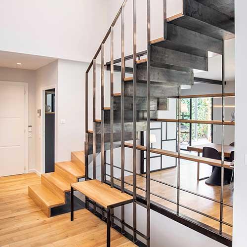 Escalier contemporain sous-face métal
